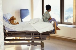 """Ministerul Sănătăţii: """"Copiii internați în spitale au nevoie de părinții lor"""""""