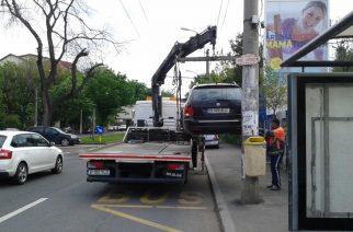Începând cu 21.01 se vor ridica mașinile parcate pe trotuare
